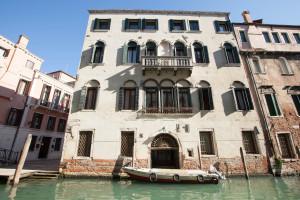 Residence Ca'Foscolo - Palazzo visto dal canale